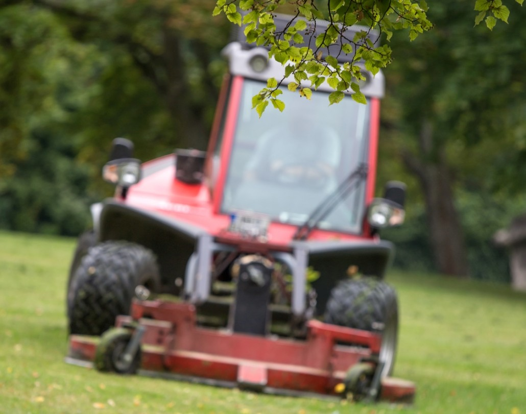 Riding Lawn Mower - Leaf Removal Springfield MO